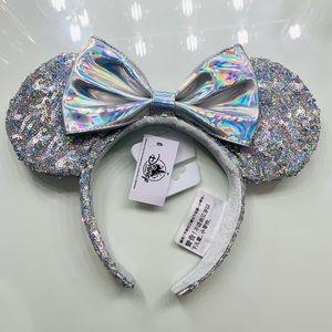 Disney Magic Mirror Minnie Ears!